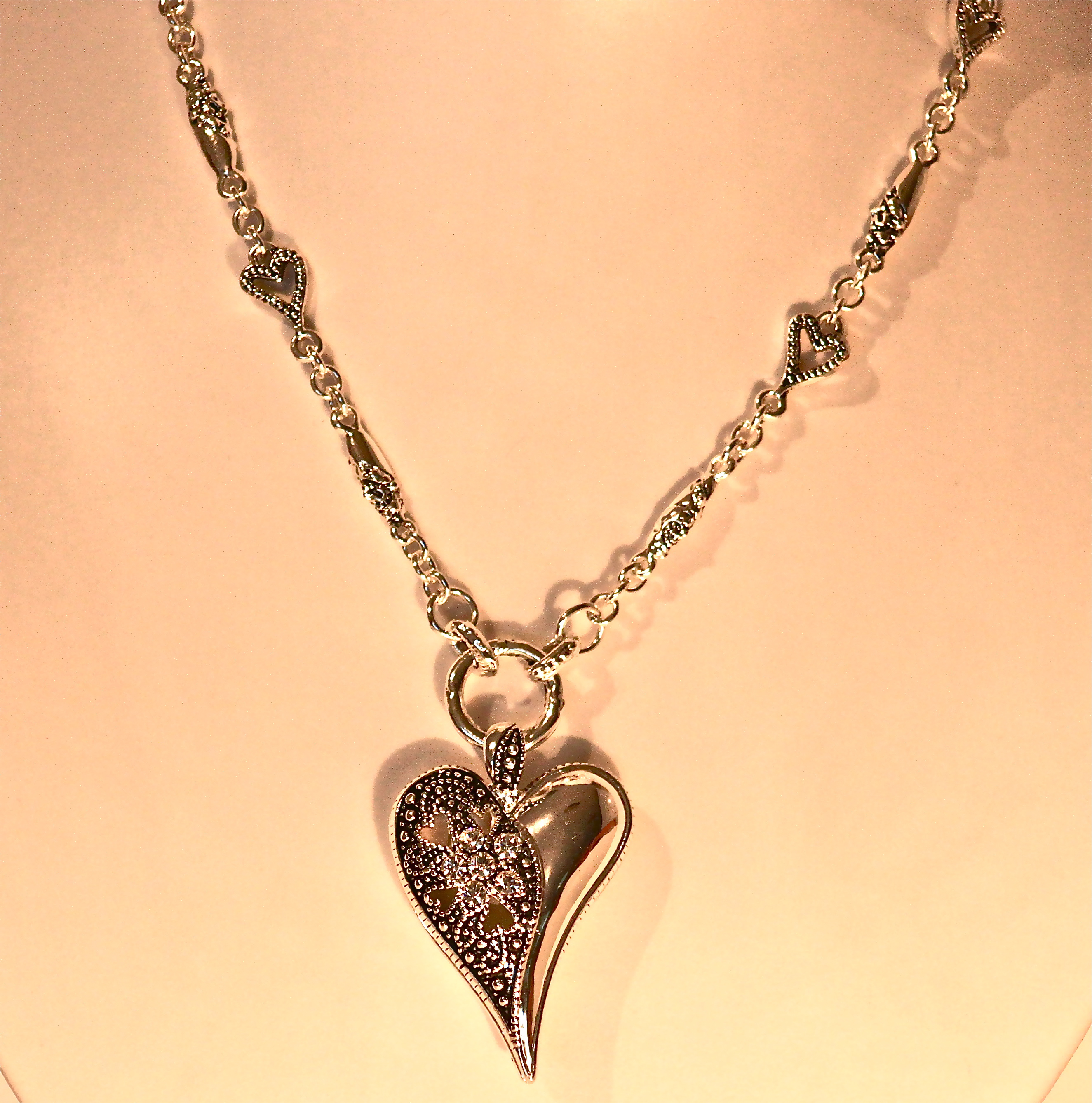Hjerter Short Necklace with Divided Heart